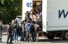 refugiati camion