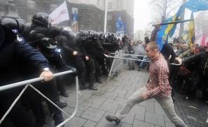 491136-131125-ukraine-eu-protests