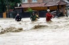 Inundatii-in-Romania-ghimpele