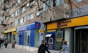 banci la scara blocului