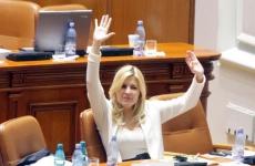 scandal-in-parlament-la-numararea-voturilor-pentru-retinerea-si-arestarea-elenei-udrea-18518969[1]