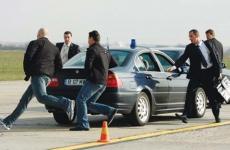 Un grup de ofiteri ai Serviciului de Protectie si Paza (SPP), participa la exercitiu de pregatire pentru asigurarea secutatii summit-ului NATO, pe o pista de pe Aeroportul Baneasa, in Bucuresti