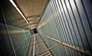 Dizzy_lines_of_corridor