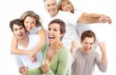 oameni fericiti