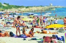 plaja turisti
