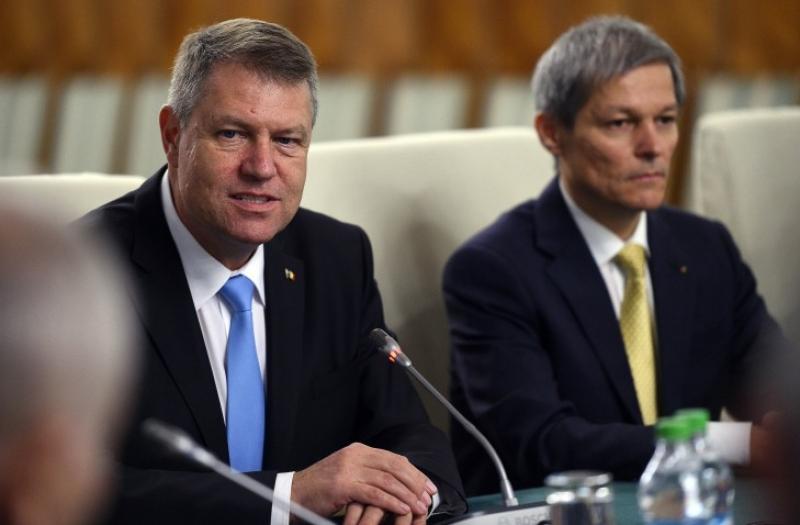 Thumbnail for Klaus Iohannis se dezice de Dacian Cioloş: Ce explicaţii îi cere preşedintele fostului premier