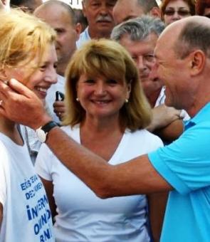 """Probleme mari pentru Ioana Băsescu: judecătorii au pulverizat marele """"proiect"""" Băsescu-Udrea"""