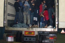 refugiati la granita romaniei in camion
