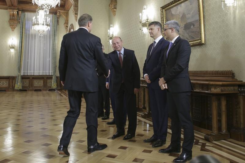 Thumbnail for VIDEO - Klaus Iohannis, reacție TĂIOASĂ la stenogramele cu Traian Băsescu