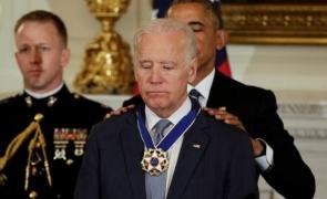 Biden decorat Obama