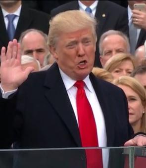 VIDEO - Donald Trump a fost HUIDUIT de manifestanţi, în cursul unei vizite la sinagoga din Pittsburgh: 'Minciunile lui ucid'