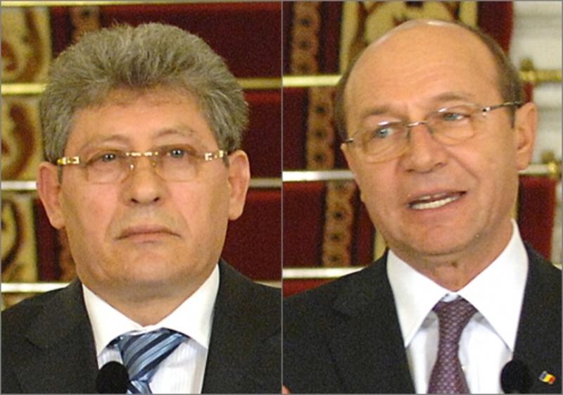 Thumbnail for Moldovenii fac front comun împotriva lui Băsescu: 'Mai bine să se ocupe de România'