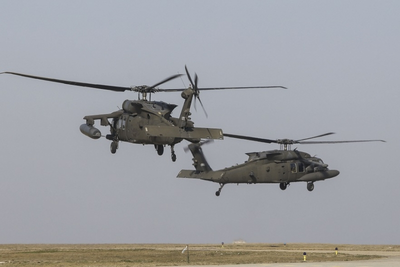 Exerciții militare NATO la frontiera Rusiei - Elicopterele Black Hawks au ajuns în Letonia