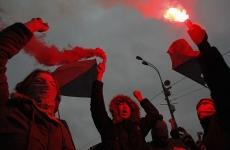 Manifestanţi ruşi în Piaţa Bolotnaya din Moscova