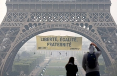 Greenpeace, turnul Eiffel