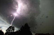 nori, fulger, vreme rea