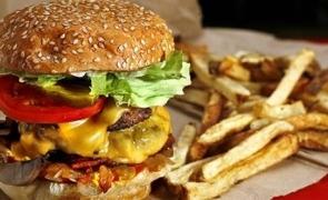 alimente obezitate burger cartofi prajiti