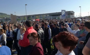 proteste oameni dati afara