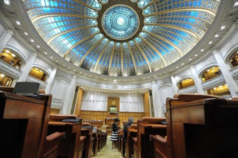 Thumbnail for Situație JENANTĂ pentru un înalt oficial UE: Aproape 80 de parlamentari au CHIULIT de la întâlnire