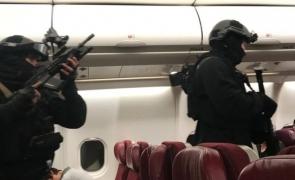 polițiști avion