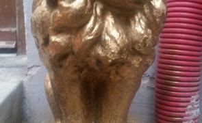 leu auriu muzeul kitsch-ului