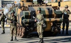 soldați turci