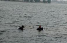 mașină căzută în Lacul Morii