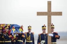 Inquam sicriu cruce garda de onoare regele mihai
