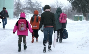 scoala copii zapada