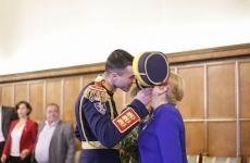 jandarm martisor Viorica Dancila sedinta de guvern