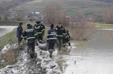 inundatii pompieri saci dig