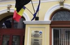 steag negru primarie sf ghe