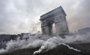 arcul de triumf paris proteste franta violente