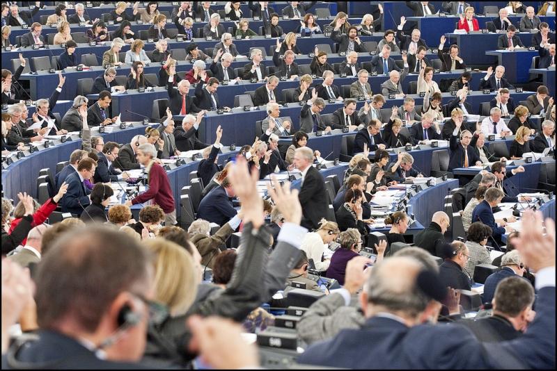 Tsunami politic: Înghețarea fondurilor pentru țările care nu respectă statul de drept, la vot final în Parlamentul European