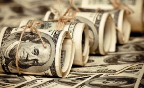 dolari bani spalare joc piramidal