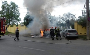 masina arsa strada Timisoara