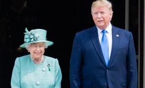 Regina Elizabeth a II-a îl întâlnește pe Donald Trump