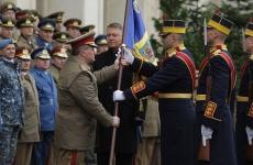 General Daniel Petrescu drapel lupta