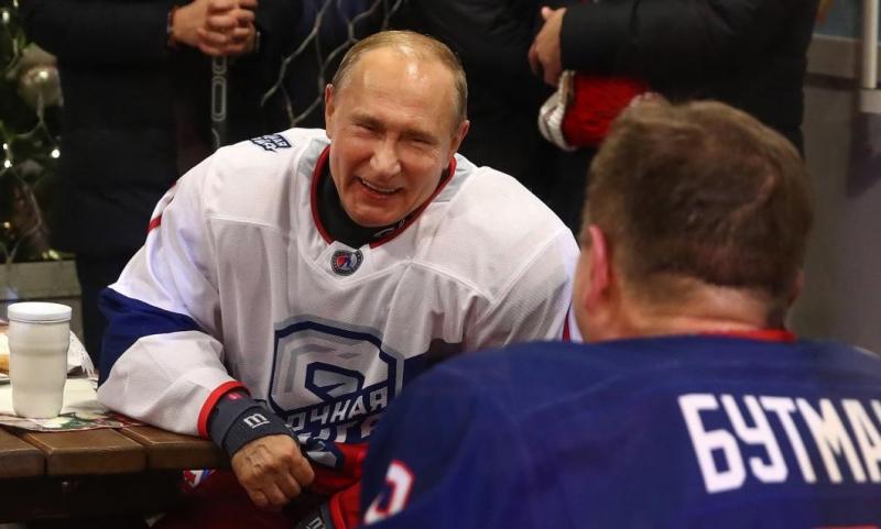 VIDEO Vladimir Putin a spart cutia cu surprize: A publicat imagini istorice cu el și cu George W. Bush, alături de mai multe femei