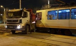 accident tramvai camion Bucuresti