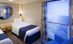 hotel plutitor singapore