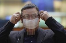 Inquam Victor Ponta mască