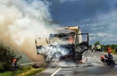 camion flăcări