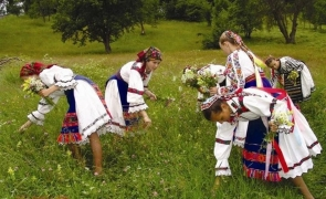 port traditional costume nationale