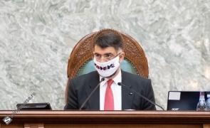 Robert Cazanciuc masca