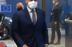 Macron, Masca