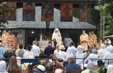 Patriarhul Daniel masca