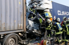 accident tiruri microbuz romani morti