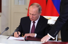 Putin semneaza