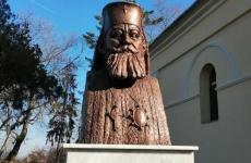 Mitropolitul Vasile Lăzărescu statuie